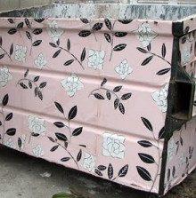 Caixotes de lixo embrulhados