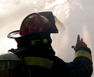 Bombeiro resgata mulher que o tinha salvo de um incêndio à 30 anos