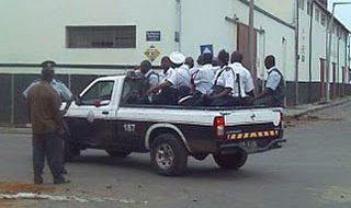 Homem rouba carrinha cheia de polícias 1
