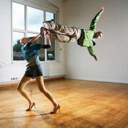 Fotos incriveis de pessoas a levitar 25