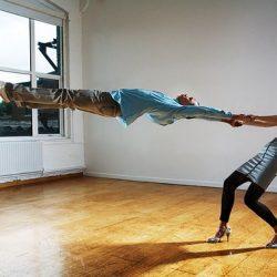 Fotos incriveis de pessoas a levitar 29