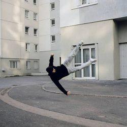 Fotos incriveis de pessoas a levitar 24