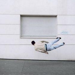 Fotos incriveis de pessoas a levitar 17