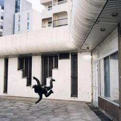 Fotos incriveis de pessoas a levitar 8