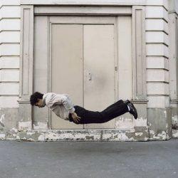 Fotos incriveis de pessoas a levitar 18