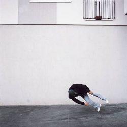 Fotos incriveis de pessoas a levitar 14