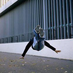 Fotos incriveis de pessoas a levitar 16