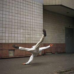 Fotos incriveis de pessoas a levitar 20