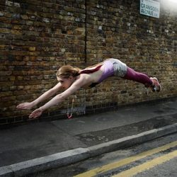Fotos incriveis de pessoas a levitar 27