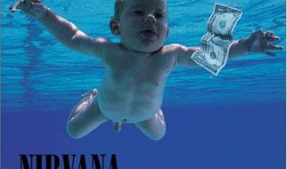 O bebé da capa do cd Nevermind dos Nirvana 3