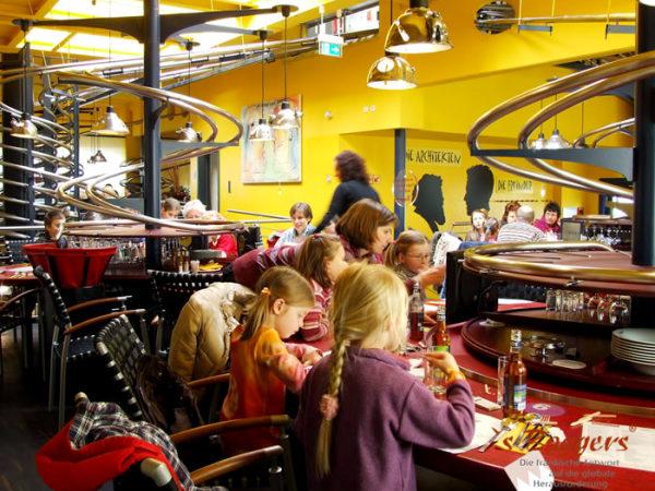 O primeiro restaurante automático do mundo 4