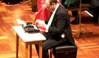 Musica com máquina de escrever 2