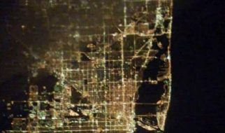 Cidades à noite vistas do céu 2