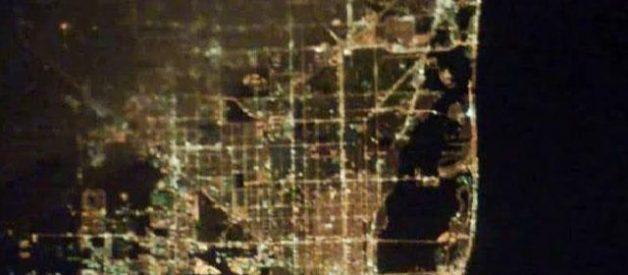 Cidades à noite vistas do céu 12