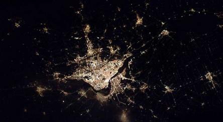 Cidades à noite vistas do céu 4