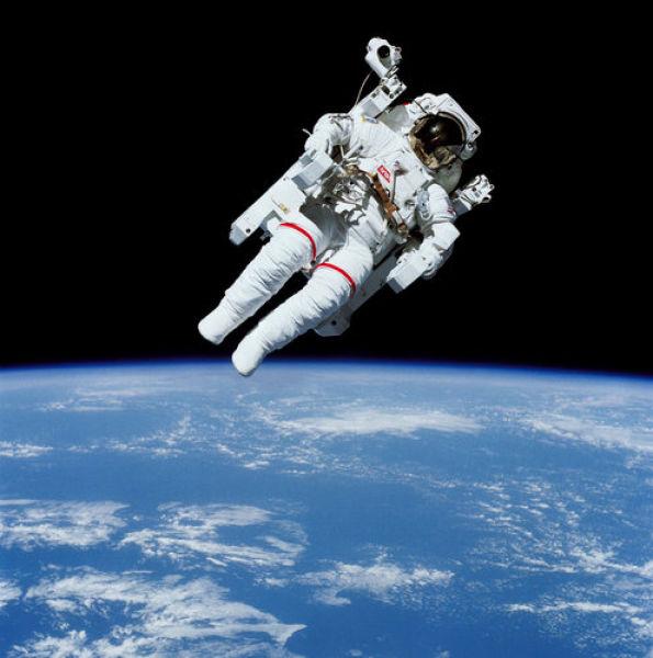 O primeiro passeio espacial 3