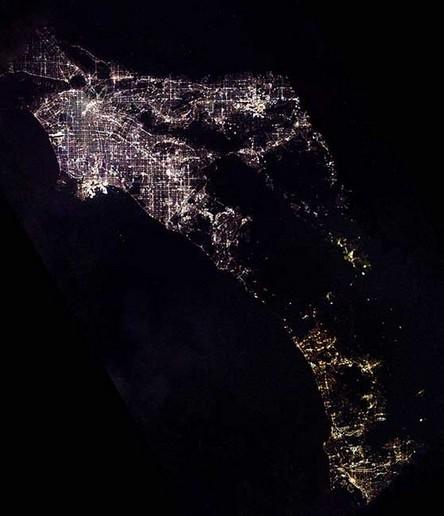 Cidades à noite vistas do céu 19