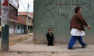 Edward Nino Hernandez: O homem mais baixo do mundo 17