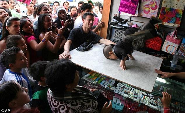 Edward Nino Hernandez: O homem mais baixo do mundo 3