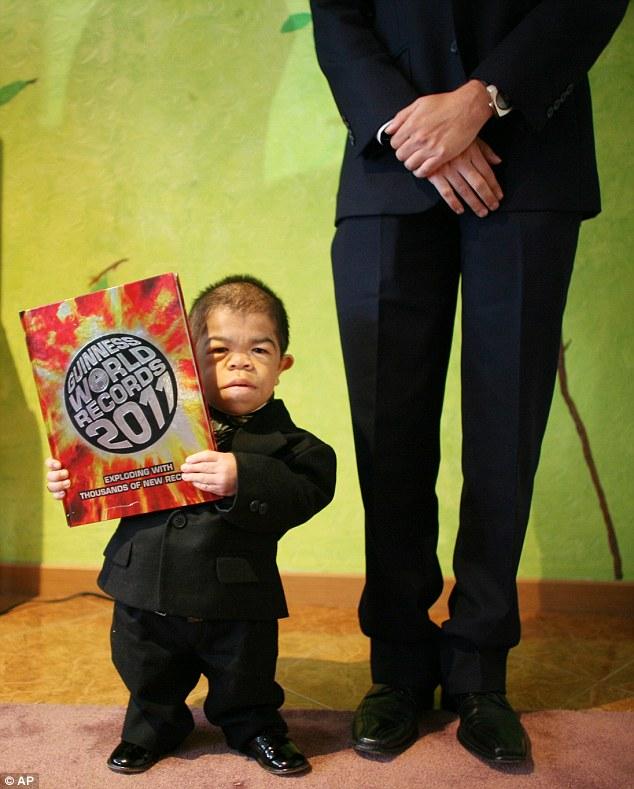 Edward Nino Hernandez: O homem mais baixo do mundo 5