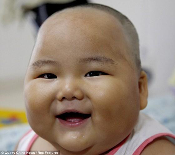 Bebé chinês tem 20 quilos com apenas dez meses de idade 1