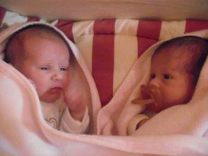 Gémeas foram mães no mesmo dia 1