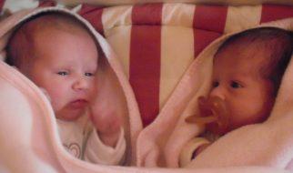 Gémeas foram mães no mesmo dia 22