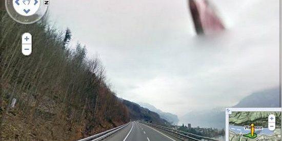 Uma imagem curiosa no Google Street View 64