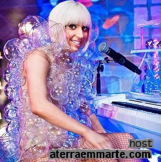 Os 10 vestidos mais curiosos de Lady Gaga 4