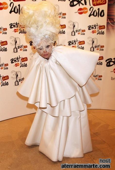 Os 10 vestidos mais curiosos de Lady Gaga 5