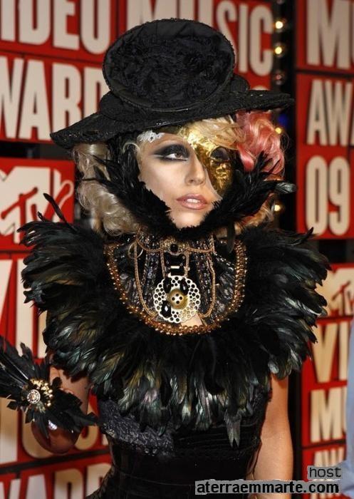 Os 10 vestidos mais curiosos de Lady Gaga 8