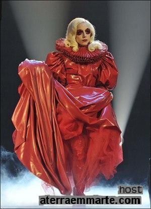 Os 10 vestidos mais curiosos de Lady Gaga 9