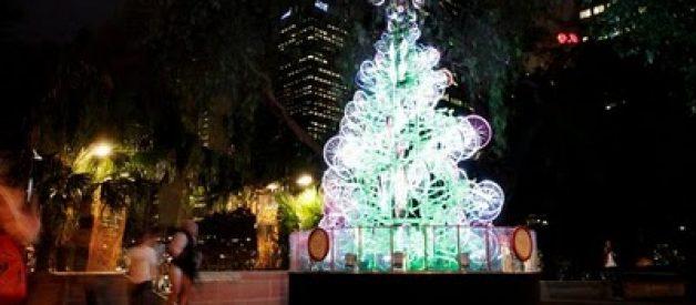 Árvore de Natal feita com 100 bicicletas