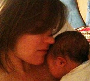 Mãe tecnológica twittou 104 vezes durante o parto 8