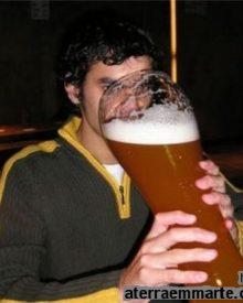 Porque os homens bebem mais álcool que as mulheres?