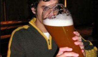 Porque os homens bebem mais álcool que as mulheres?   2