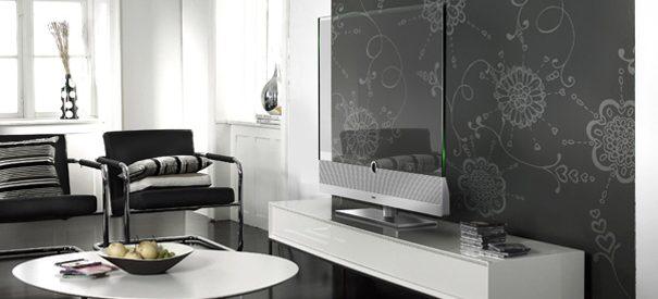 Um aparelho de televisão transparente 1