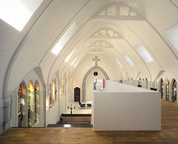 Transformando uma igreja numa moderna moradia 1