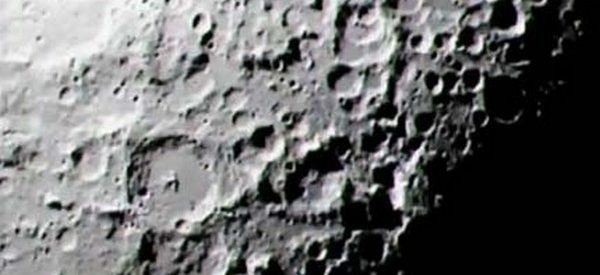 NASA prende mulher que vendia rocha lunar 1