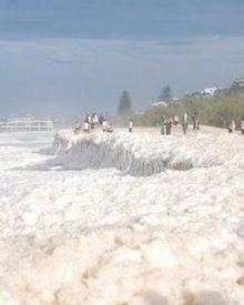 O dia da espuma no mar da Austrália