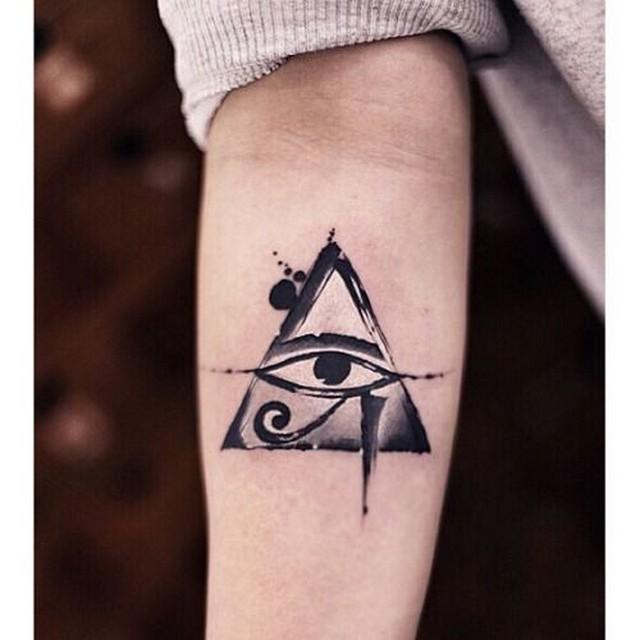 Tatuagens do olho de hrus e o seu significado aterraemmarte o que achas deste smbolo e do seu significado eras capaz de tatuar o olho de hrus ou qualquer outro smbolo egpcio thecheapjerseys Images